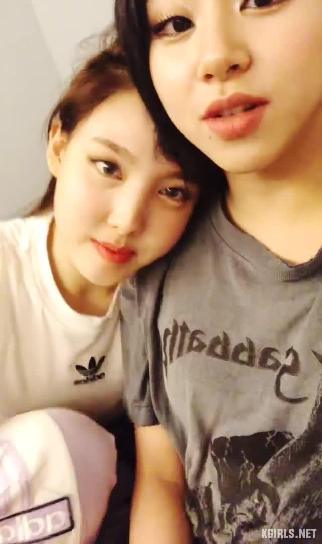 nayeon-twice-vlive-fs-1-www.kgirls.net GIFs