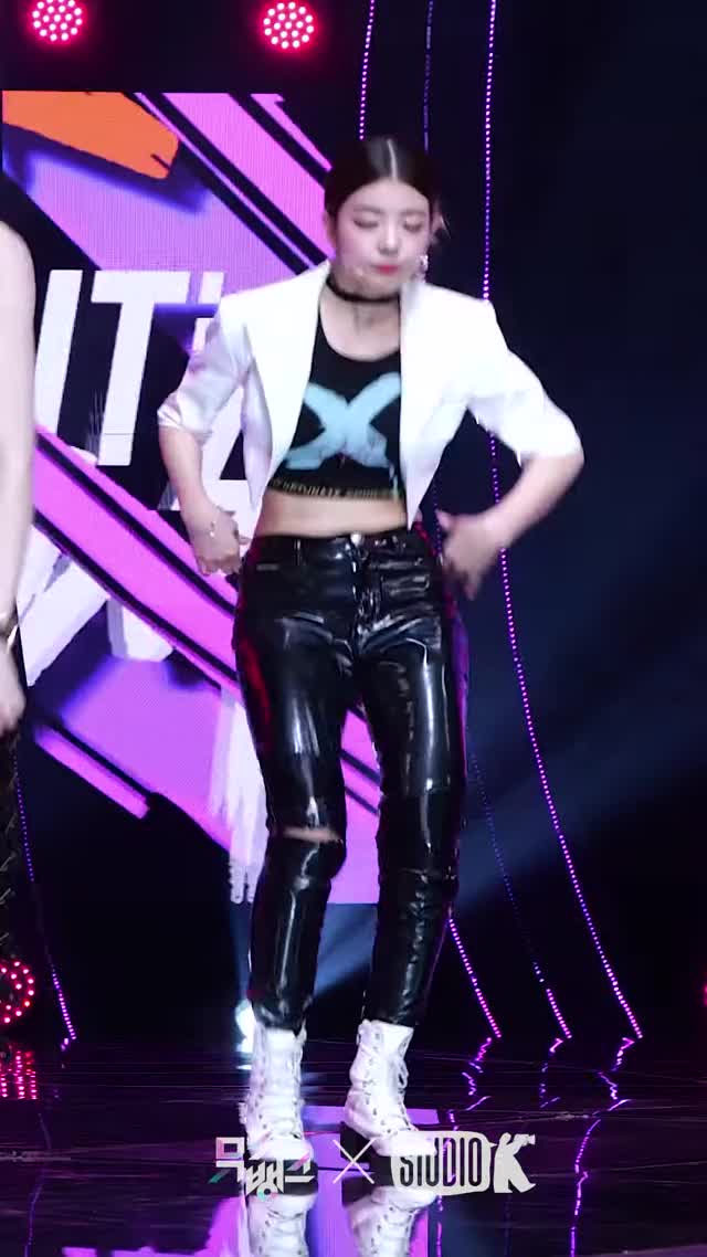 Watch and share WANNABE' ITZY LIA Fancam @MusicBank 200327-9 GIFs by swachu on Gfycat