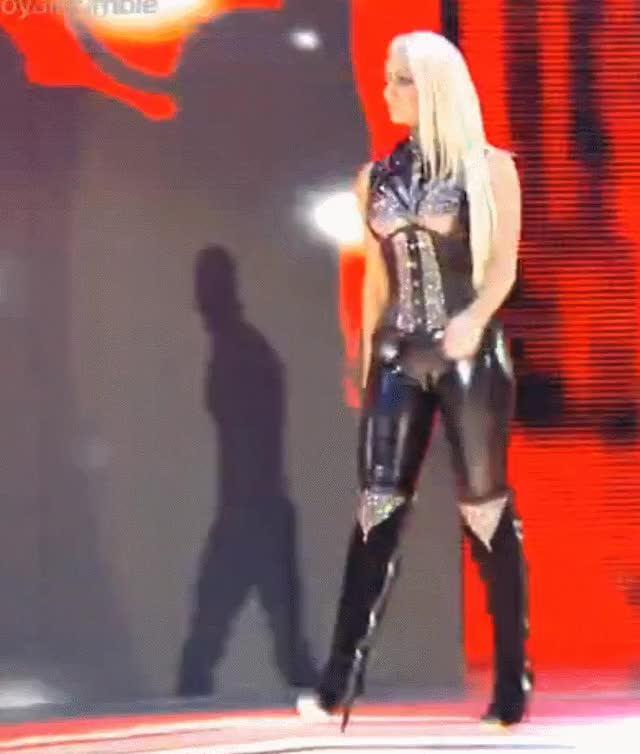 Watch and share Maryse Rumble GIFs by reep dingle on Gfycat