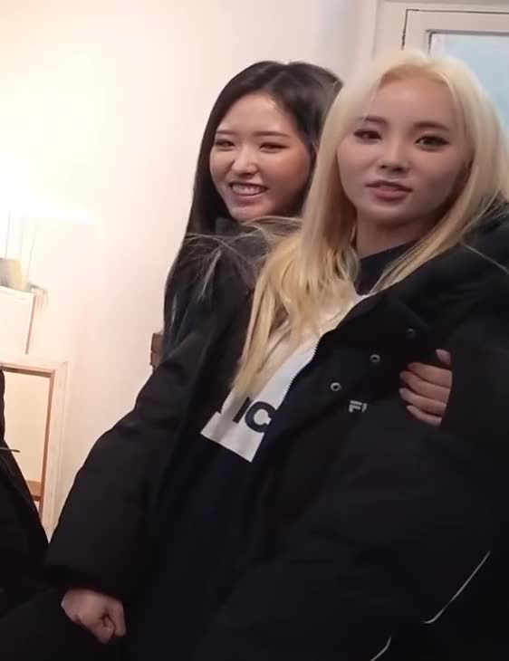 Watch and share Olivia Hye GIFs and Jinsoul GIFs by Deeddi on Gfycat