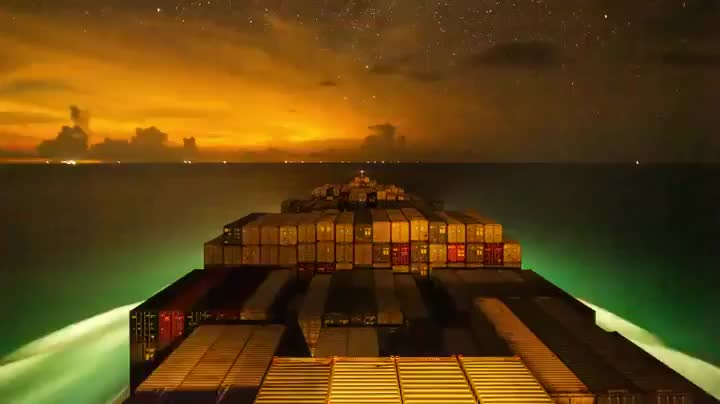 Timelapse of a container ship is surprisingly beautiful GIFs