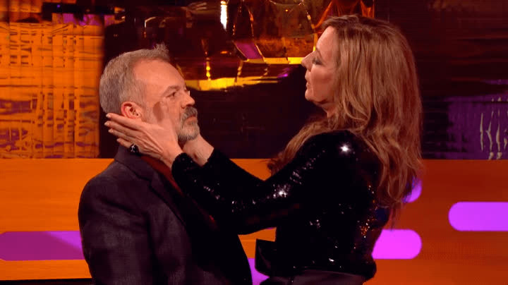 allison janney, graham norton, kiss, kisses, kissing, technique, Allison Janney Demonstrates Meryl Streep's Secret Kissing Technique | The Graham Norton Show GIFs