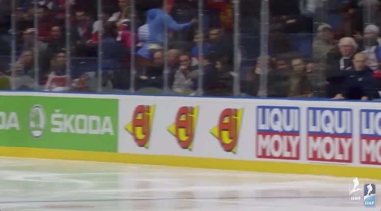 Evgeny Kuznetsov's second goal at 2019 IIHF GIFs