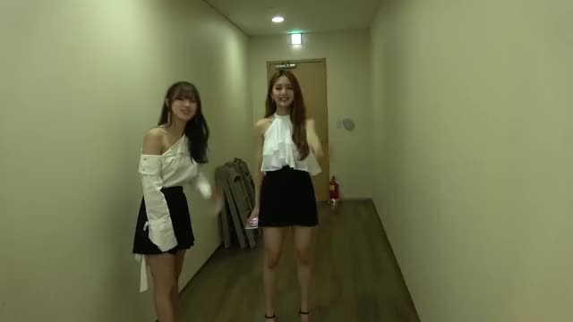 "Watch Miyeon and Minnie ""bye-bye!"" GIF by myst3ric (@myst3ric) on Gfycat. Discover more (G)I-DLE, (여자)아이들, CLC, Diary, English, Idle, Minnie, Miyeon, Produsorn, kpop, 다이어리, 미연, 민니, 승희, 씨엘씨, 아이들, 프로듀손 GIFs on Gfycat"