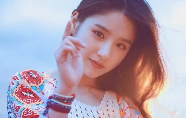 Watch and share Celebs GIFs and Heejin GIFs by SNAP on Gfycat