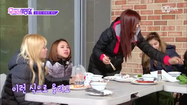 Watch and share Chaeyoung GIFs and Jeongyeon GIFs by 1001twice on Gfycat