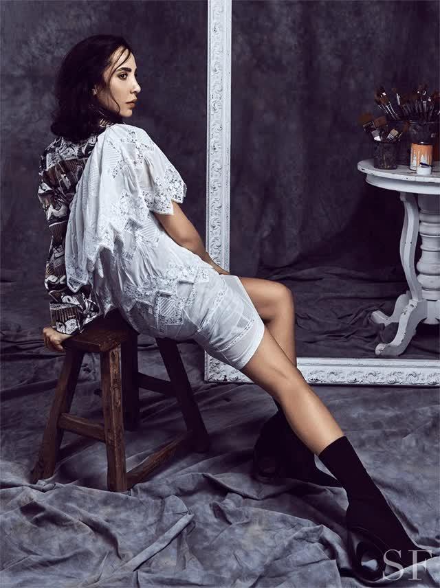Watch and share Savoir Flair Burberry Dana Hourani GIFs on Gfycat