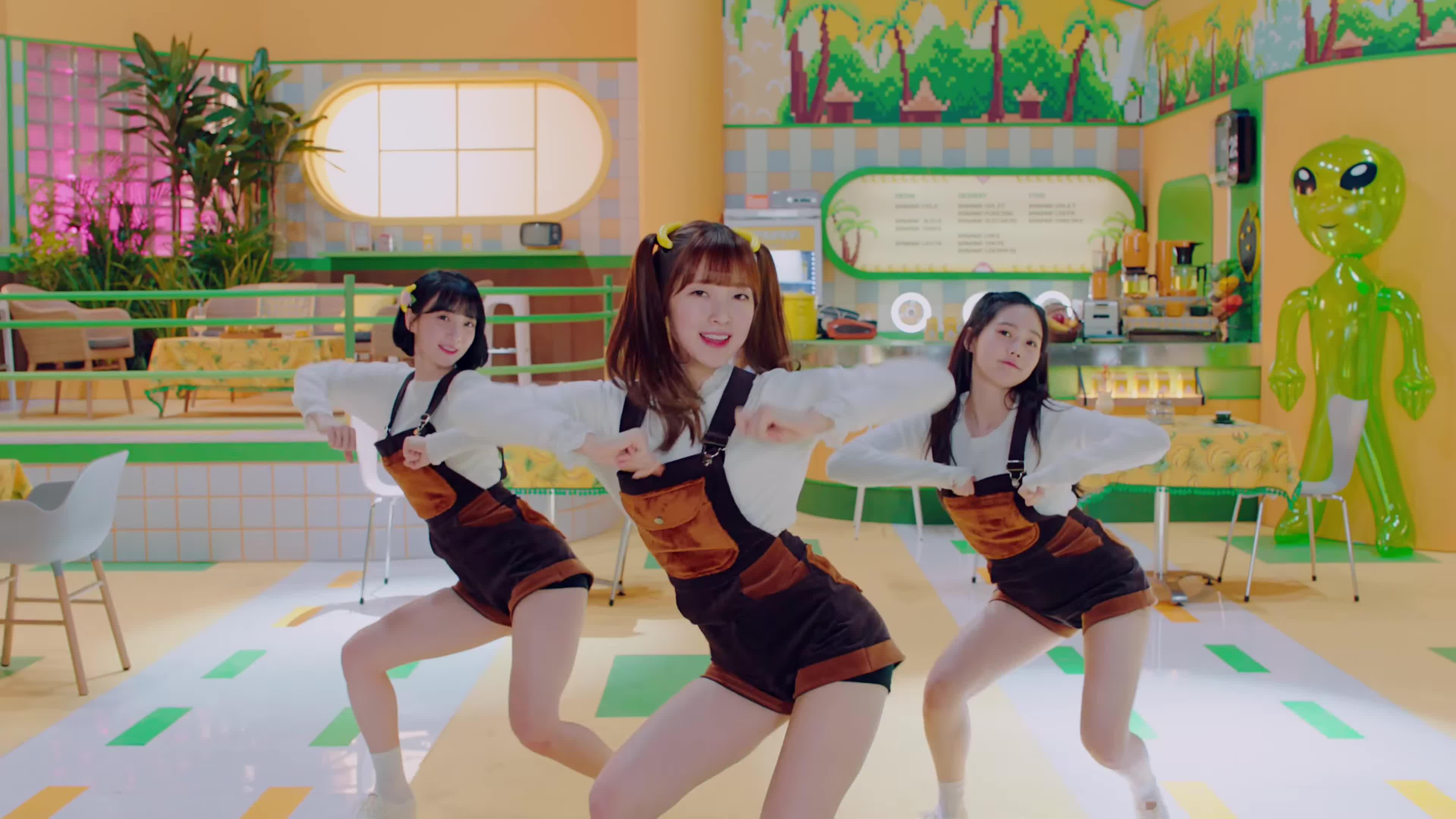 1theK, Kpop, MV, Teaser, loen, 로엔, 뮤비, 신곡, 원더케이, 티져, [MV] OH MY GIRL BANHANA(오마이걸 반하나) _ Banana allergy monkey(바나나 알러지 원숭이) GIFs