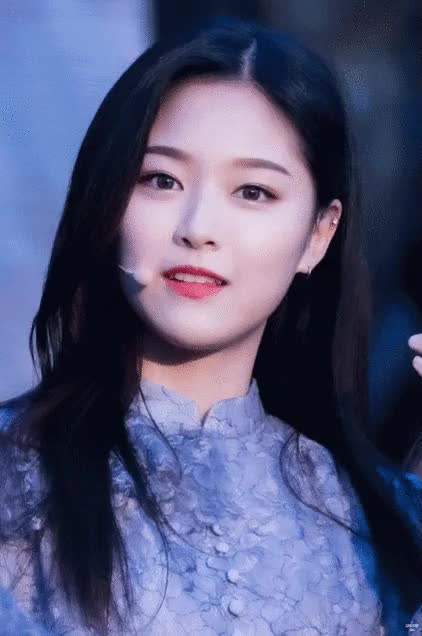 Watch and share Hyunjin GIFs and Aeong GIFs by frosc3 on Gfycat