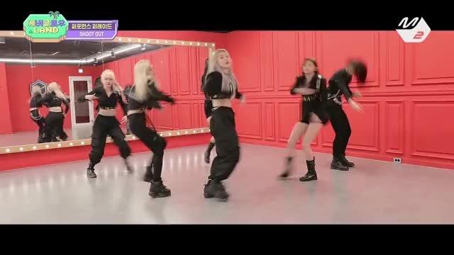Watch and share Everglow GIFs and 에버글로우랜드 GIFs by Hanolf on Gfycat