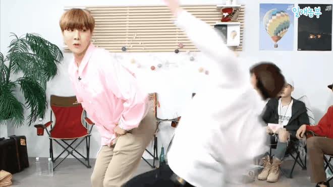 Có thể bạn chưa biết: BTS có một hình phạt 'quái dị' đi đâu cũng dùng cực bá đạo ảnh 2