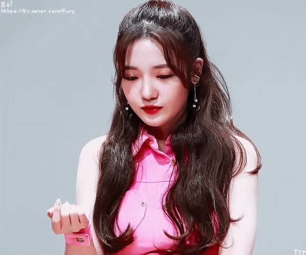 Watch and share 프로미스9 GIFs and 노지선 GIFs by 이상형월드컵-supercup on Gfycat