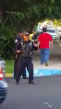 Watch and share Policia Trabajando Con Alegria GIFs on Gfycat