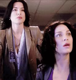 Watch Warehouse 13: 4x15 InstinctOnce Upon A Time: 4x06 Family Bus GIF on Gfycat. Discover more Bering and Wells, Once Upon A Time, Swan Queen, Swan and Mills solving curses saving the day, Warehouse 13, great minds think alike, mg, ouatedit, requests are fun, sq parallels, swanqueenedit, tbh this comparison came to mind as I saw the gifs on my dash GIFs on Gfycat