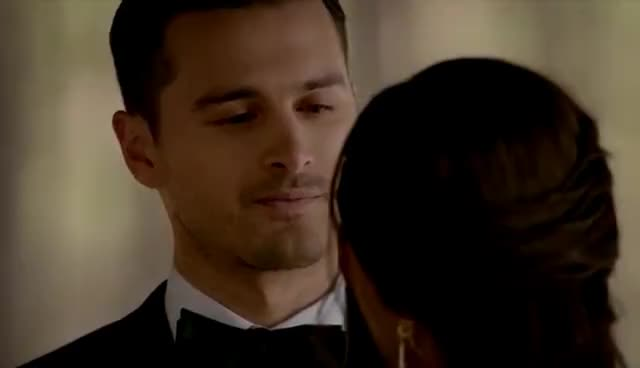 The Vampire Diaries: 8x09 - Bonnie and Enzo argue and kiss, she can't be a vampire [HD] GIFs
