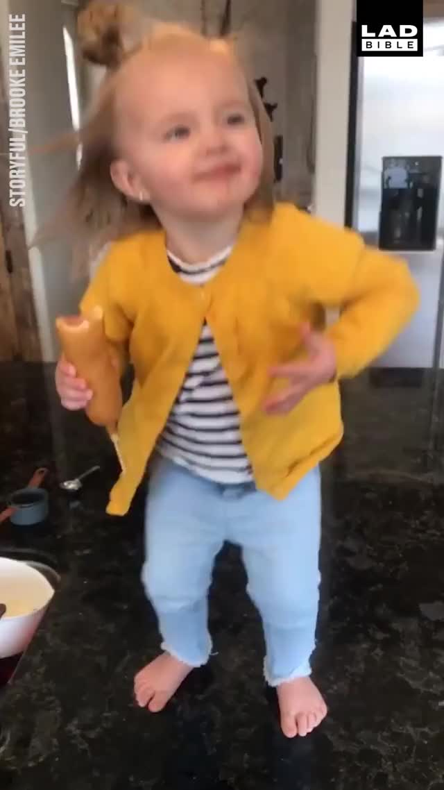 Watch 'Workin' that Beyoncé wind... with a corn dog in hand!' 😂🎤 GIF by @ricriostoir on Gfycat. Discover more LADbible GIFs on Gfycat