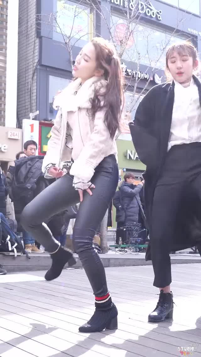 Watch and share Busters - Minji 4 GIFs by Cyan on Gfycat