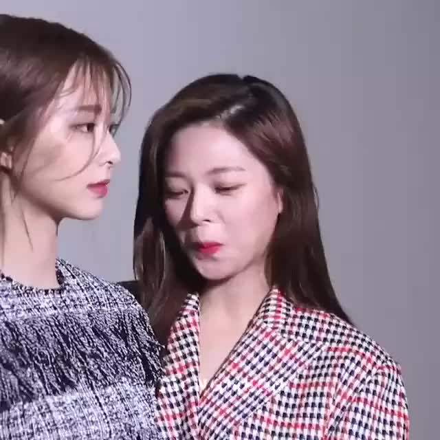 Watch and share Jeongyeon GIFs and Celebs GIFs by Jhinius_Twice on Gfycat