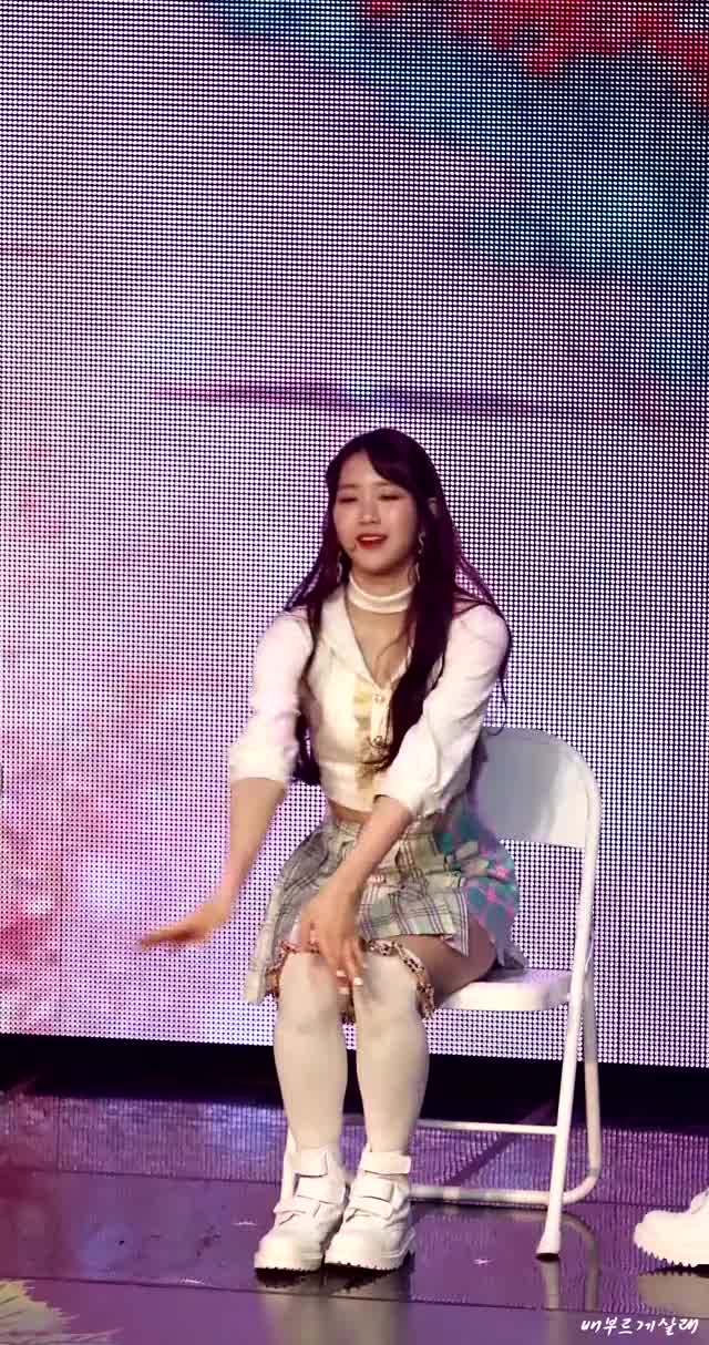 Watch and share Oh My Girl GIFs and Jiho GIFs by Chuy711 on Gfycat