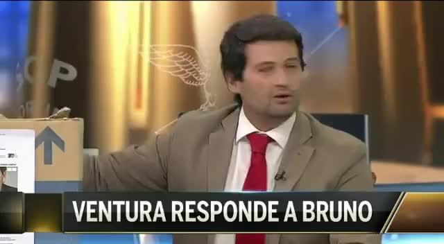 Watch and share André Ventura Mostrou Uma Caixa Com Notícias Do Sporting A Falar Do Benfica (6/2/2017) GIFs on Gfycat