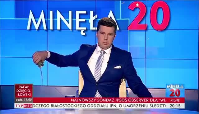 Watch and share [INCYDENT W TVP INFO] MICHAŁ RACHOŃ WYLEWA PUSZKĘ TIGERA NA WIZJI! GIFs on Gfycat