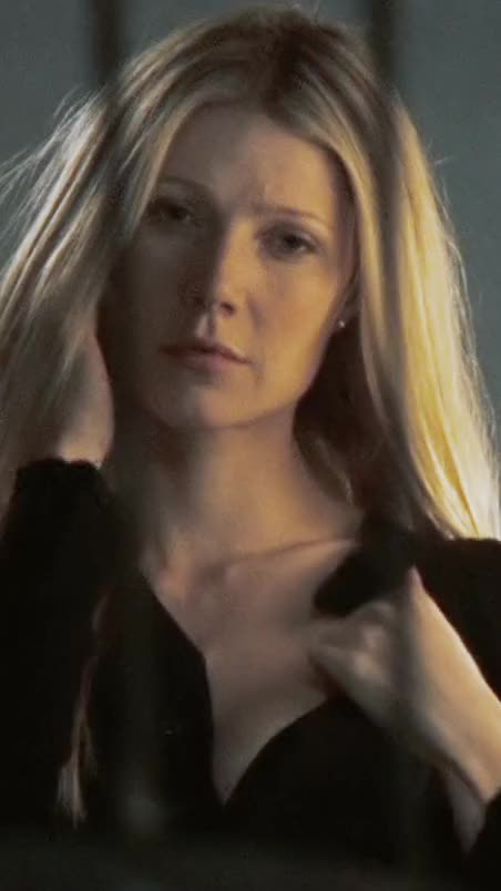 Gwyneth Paltrow exposing perky tit and hard nipple in sexy nsfw video