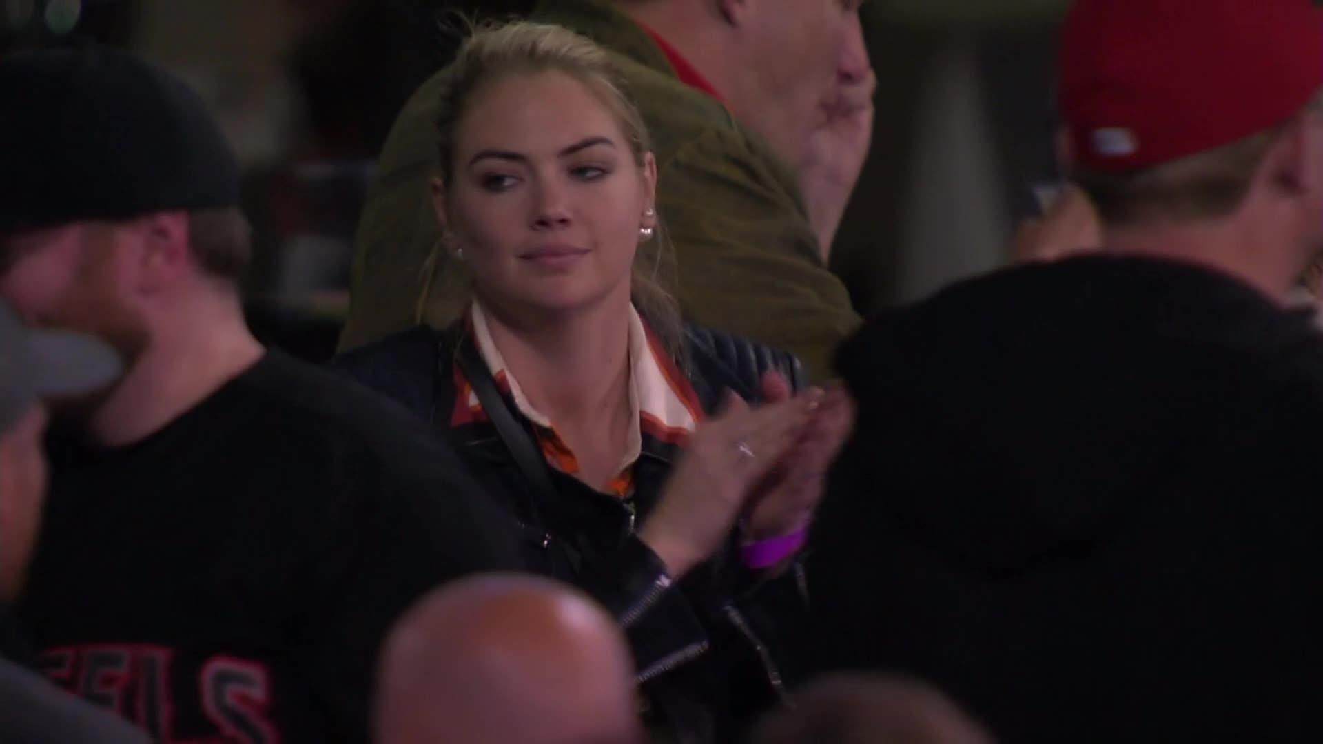 kate upton, Kate Upton Astros vs Angels GIFs
