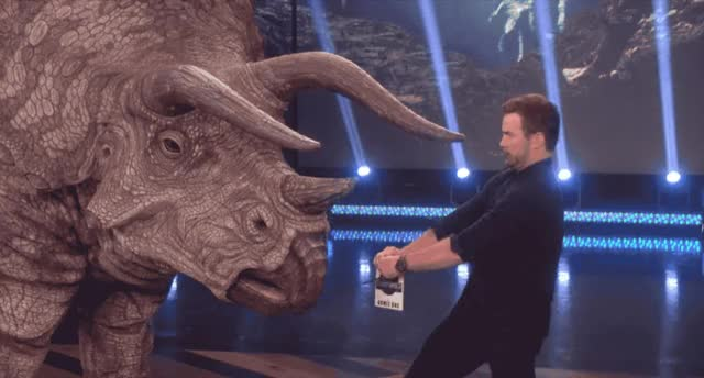 Watch this chris pratt GIF by Reactions (@ioanna) on Gfycat. Discover more afraid, be, careful, chris, chris pratt, dinosaur, ellen, jurassic, park, pet, pratt, scared, show GIFs on Gfycat