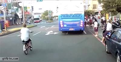 Watch and share  무단횡단 하는 여자들의 공통점....gif GIFs by podong on Gfycat