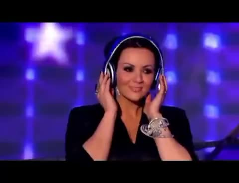 bop, bopping, cute, funny, headphones, love actually, martine mccutcheon, music, Martine McCutcheon Headphones GIFs