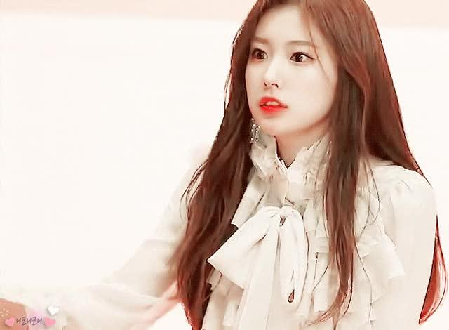 Watch and share 강혜원 미모 ㄷㄷ GIFs on Gfycat