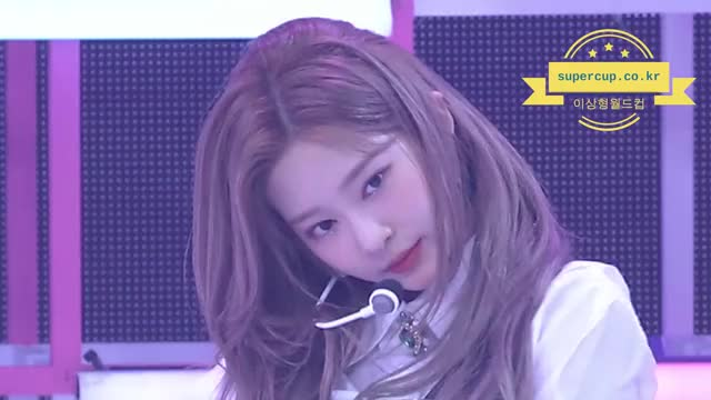 Watch and share 김민주 GIFs by 이상형월드컵-supercup on Gfycat