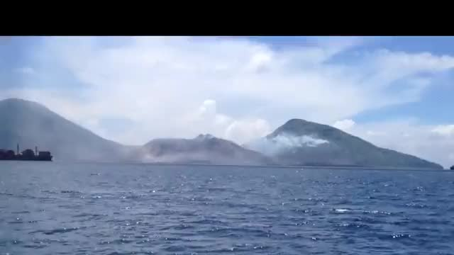Watch Volcano Eruption | Mount Tavurvur, Papua New Guinea [08/2014] (reddit) GIF on Gfycat. Discover more ImageStabilization, physicsgifs, shockwaveporn GIFs on Gfycat