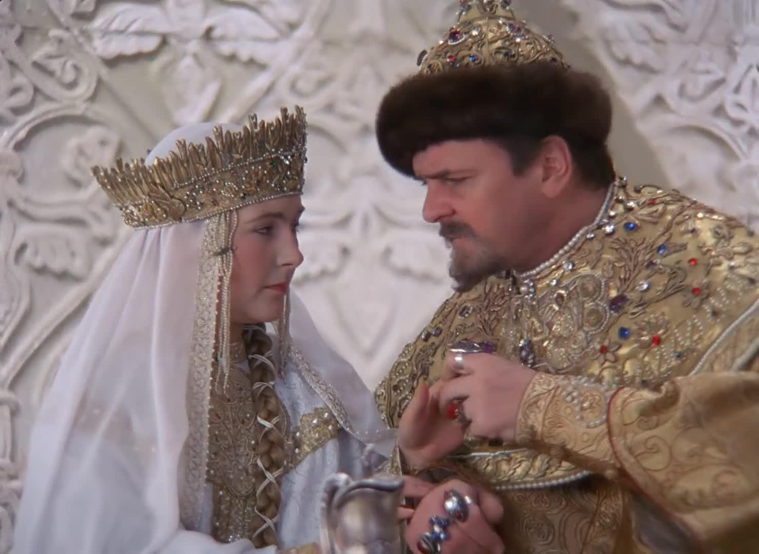 Горка, гифка танцуют все иван васильевич меняет профессию