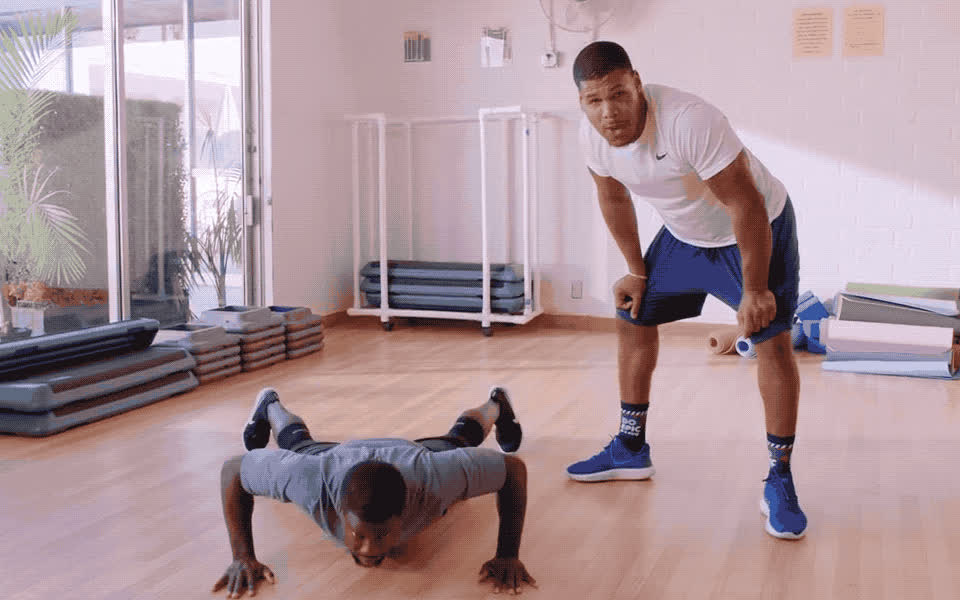 exercise, feet, fight, fit, gym, hart, jump, kevin, kevin hart, laugh, lol, look, loud, out, ready, stand, woa, work, workout, wow, Kevin Hurt is fit GIFs