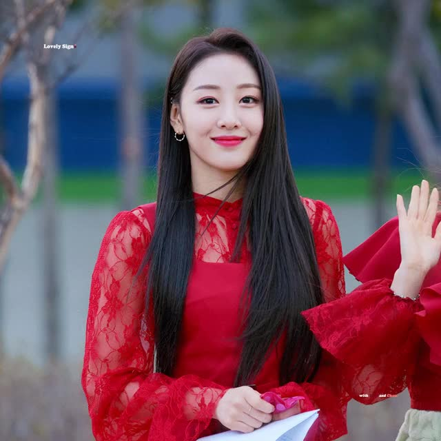 Watch and share Yves Pics ♡ GIFs by Jin on Gfycat