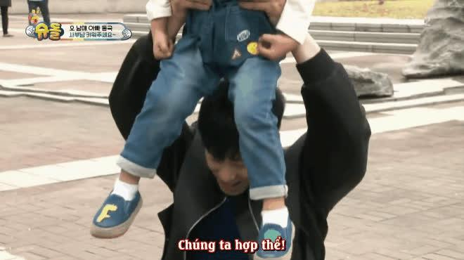 DBSK khóc dở mếu dở khi hoá thân làm các ông bố bỉm sữa