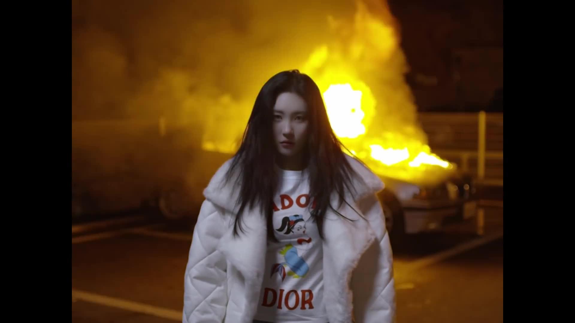 Choáng trước teaser trở lại của Sunmi: Chuẩn bị tinh thần nhé, cô nàng sẽ thay tới 21 outfits trong MV này ảnh 0
