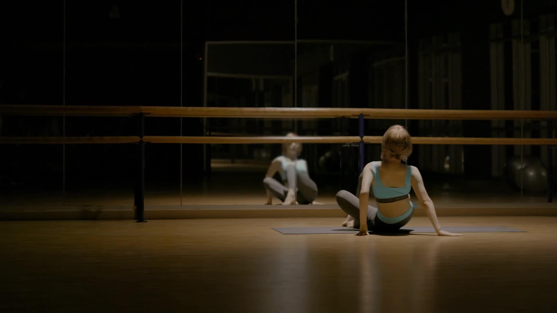 AOA, Choa, Choaya, Commercial, Ellesse, Fitness, Park Choa, Yoga, Choa doing yoga stretches - Ellesse CF GIFs