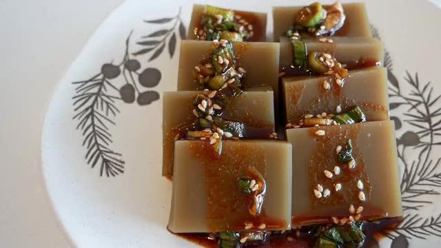 Watch and share Korean Acorn Jelly (Dotori-Muk) GIFs by ehdusjenny on Gfycat
