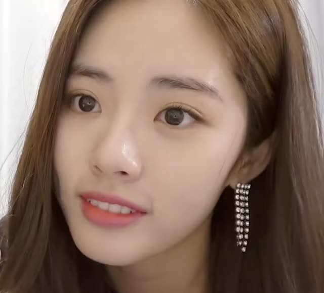 Watch and share Fromis Jiwon Lips GIFs by udari on Gfycat