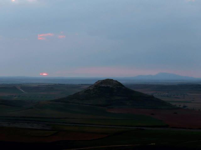 Watch and share Puesta-sol-cerro-atalaya-nublado.gif GIFs on Gfycat