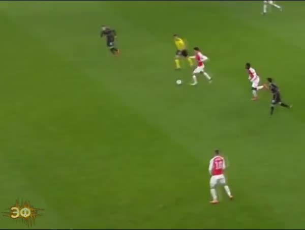 Watch and share Alexis Sanchez Receive The Ball GIFs by Эстетика Футбола on Gfycat