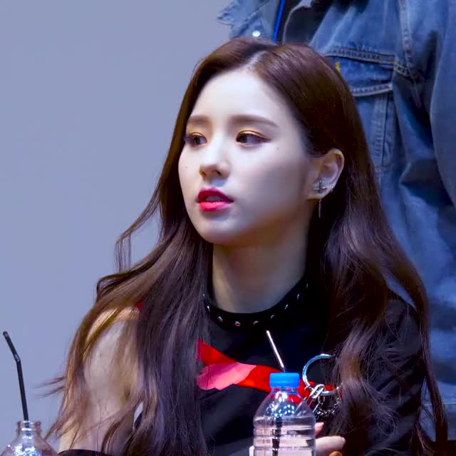 Watch and share Heejin GIFs and Loona GIFs by Atlas of Stars on Gfycat