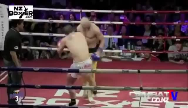 Watch De shaolin Yi Long, Monje Shaolin que se resiste Ko Boxeo MMA GIF on Gfycat. Discover more related GIFs on Gfycat