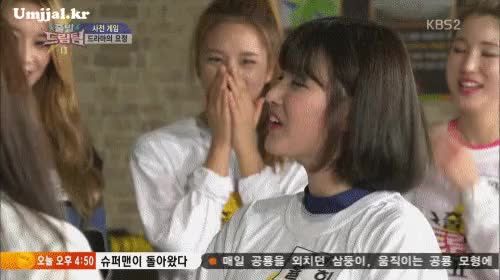 Watch and share  나이어린 여자를 본 여자들의 표정.gif GIFs by podong on Gfycat