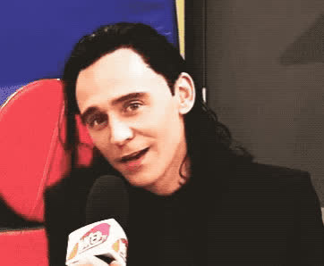 comicon, cute, funny, got, hiddleston, loki, thor, tom, wink, winking, Tom Hiddleston - Wink GIFs