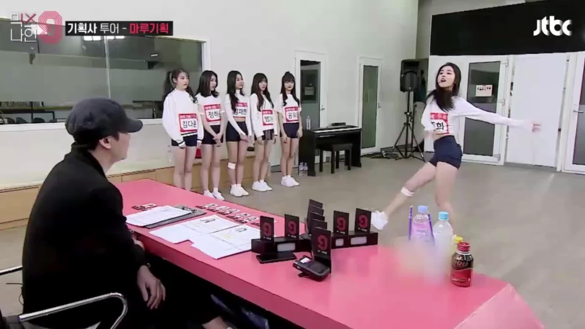 Xuất hiện nữ thực tập sinh xinh đẹp khiến chủ tịch YG không thể rời mắt trong show Mix Nine