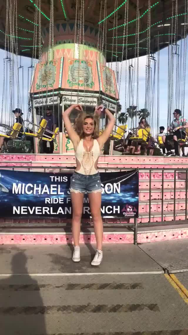 Watch and share Coachella GIFs and Actress GIFs by deigismon on Gfycat