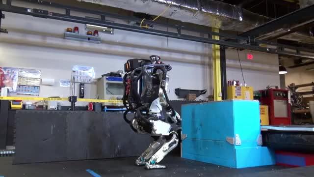Watch Robot Parkour GIF by @coreymotley on Gfycat. Discover more Boston Dynamics, Dynamic robots, Humanoid Robots, Legged Locomotion, Robotics GIFs on Gfycat